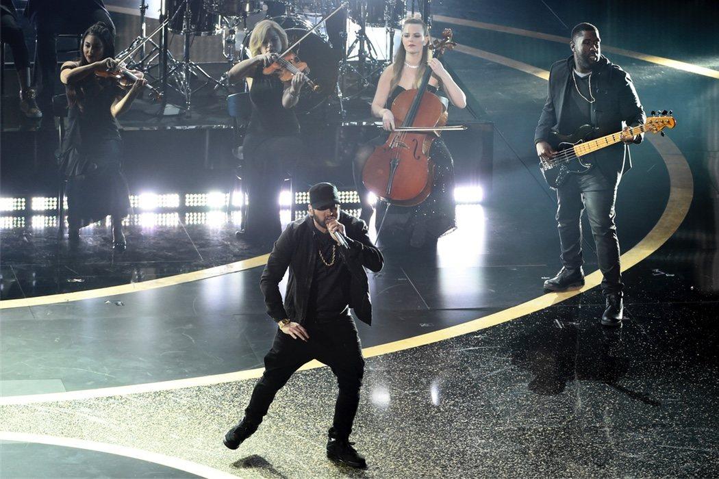 Eminem salda su deuda con la Academia