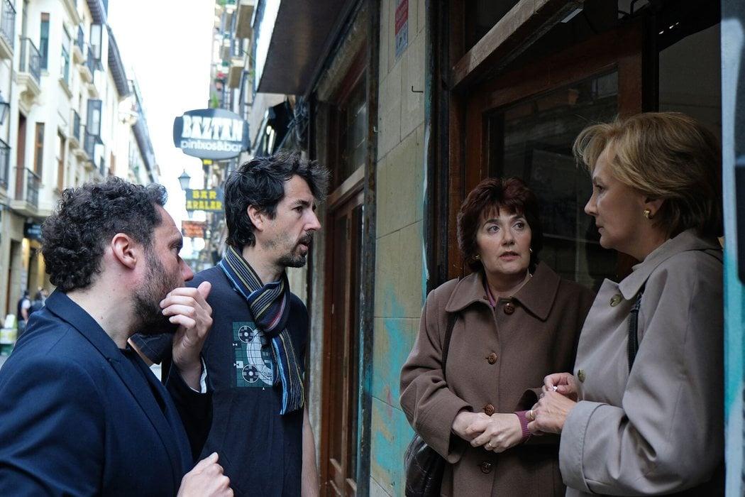 El director Aitor Gabilondo con Elena Irureta y Ane Gabarain