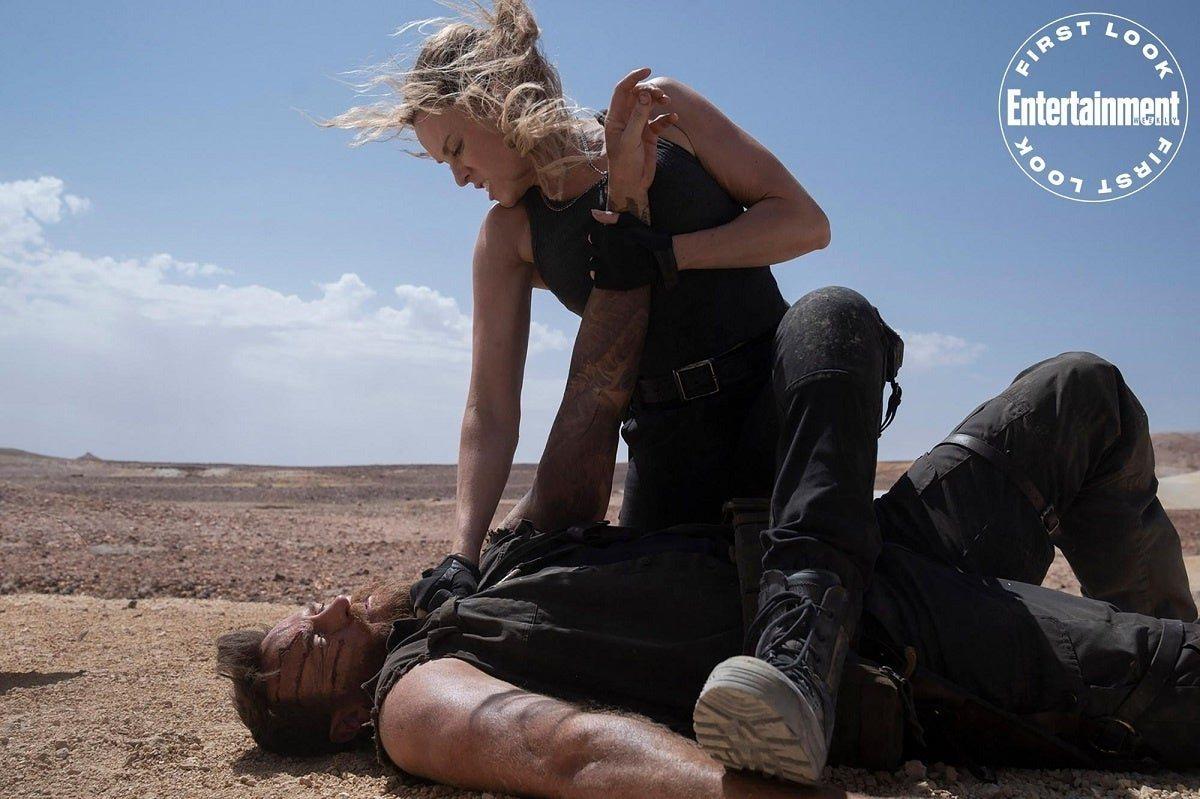 Sonya Blade (Jessica McNamee) y Kano (Josh Lawson)