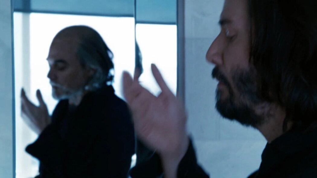 Keanu Reeves y su reflejo