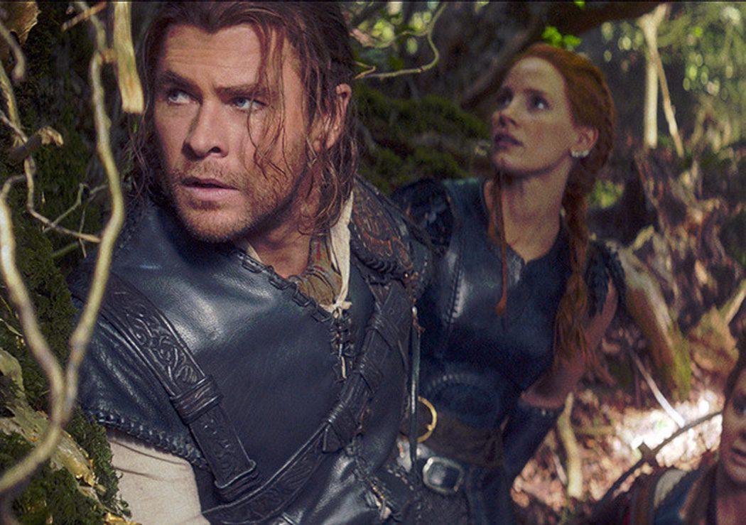 Chris Hemsworth (El cazador) y Jessica Chastain (Sara)
