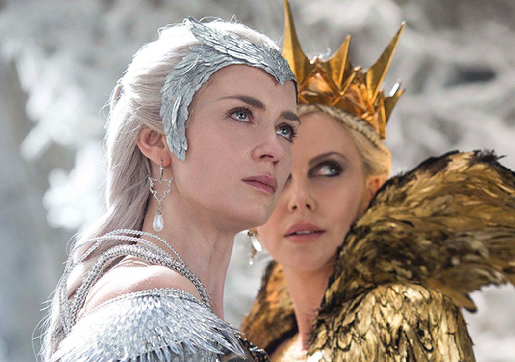 Charlize Theron (Ravenna) y Emily Blunt (Freya)