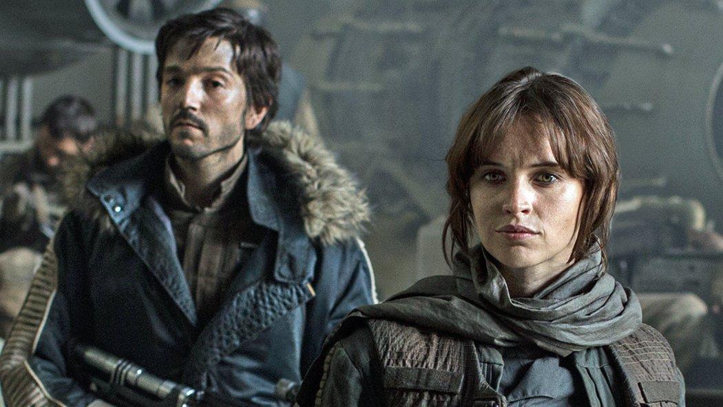 El personaje principal es Jyn Erso, interpretado por Felicity Jones