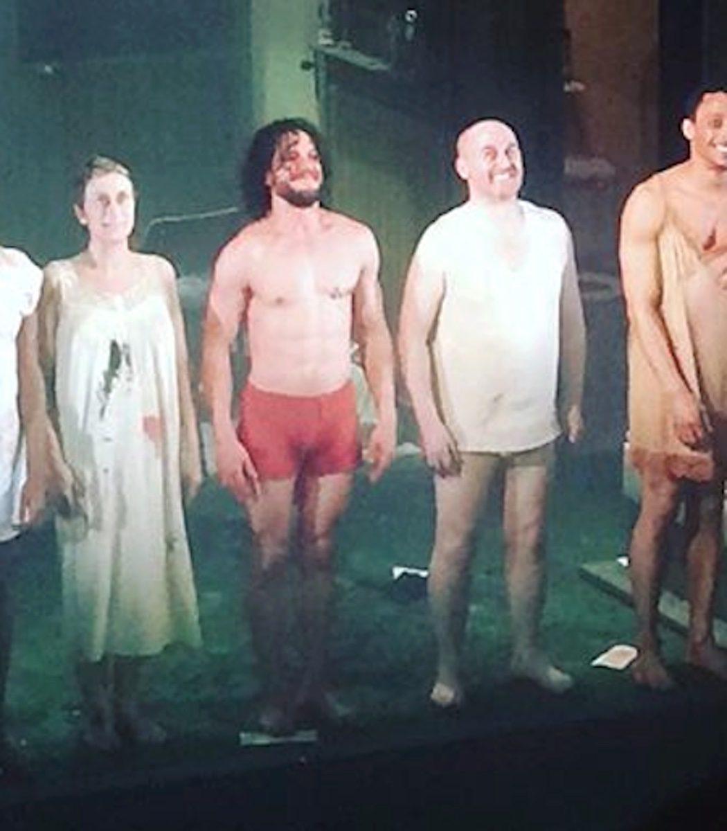 Kit Harington casi desnudo en la obra de teatro 'Doctor Fausto'