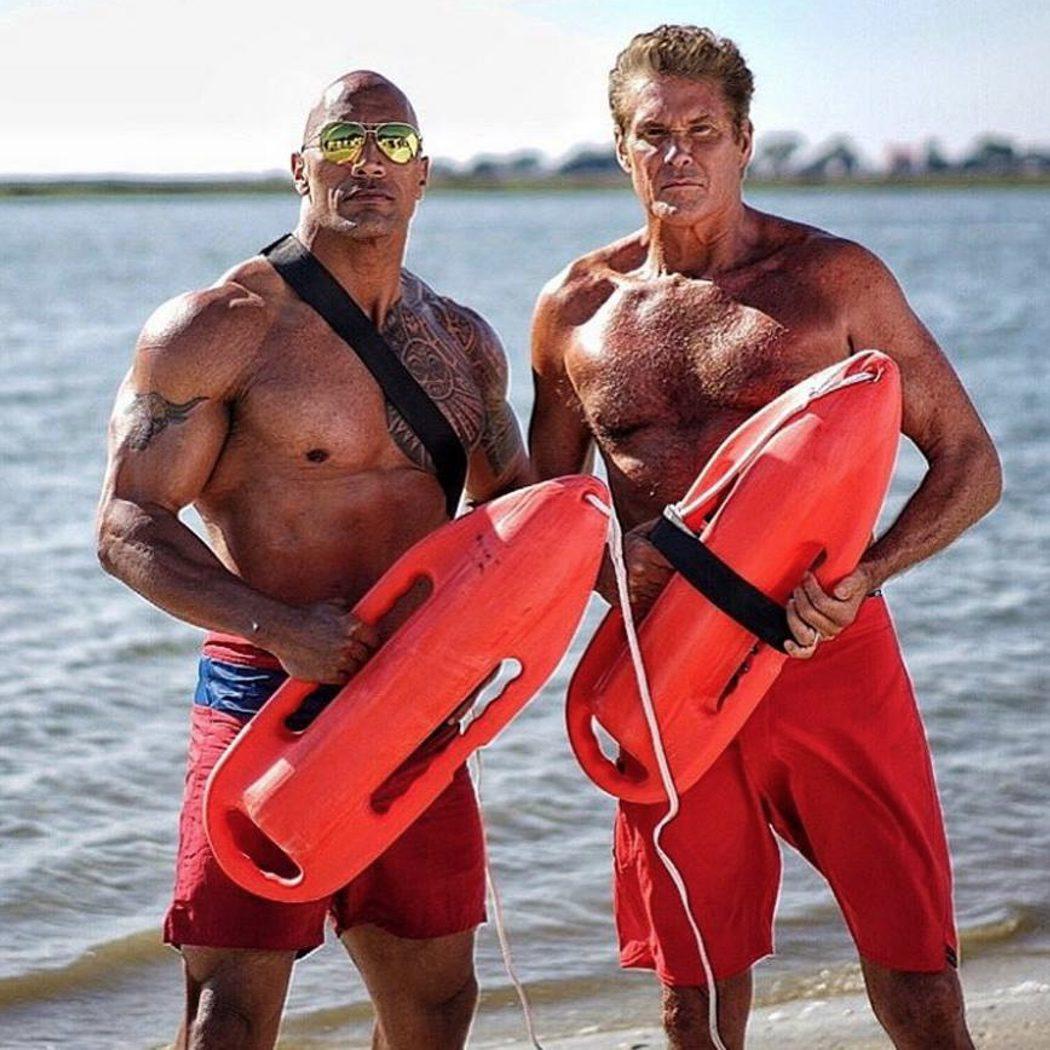 David Hasselhoff y Dwayne Johnson en 'Los vigilantes de la playa'