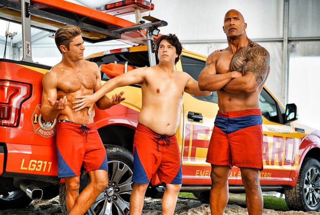 Zac Efron, Jon Bass y The Rock, los nuevos vigilantes de la playa