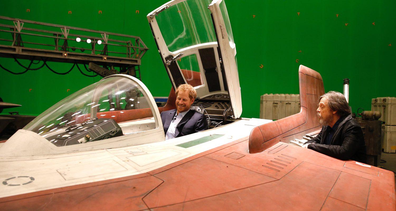 Harry se divierte en una nave espacial con Mark Hamill