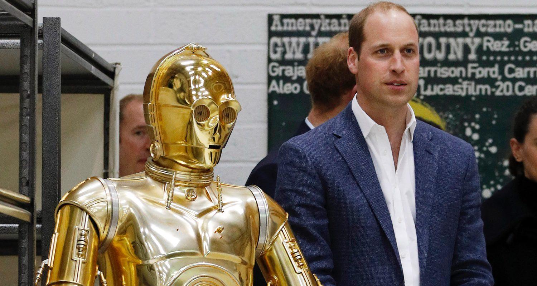El príncipe William posa con C3PO