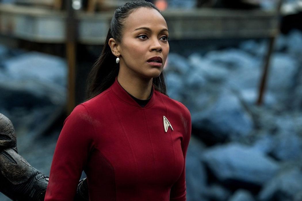 Zoe Saldana como la teniente Uhura