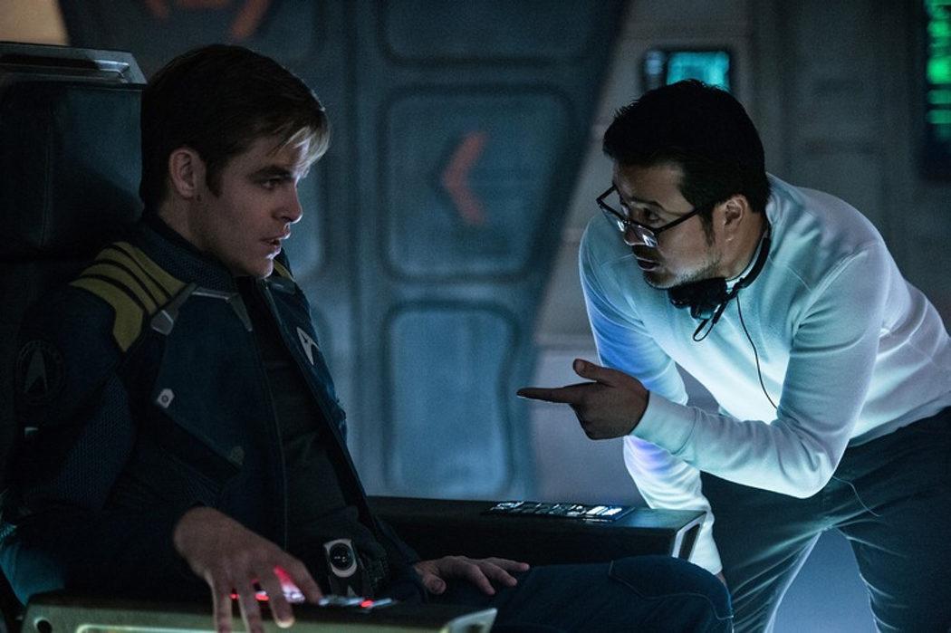 El director Justin Lin dirige a Chris Pine como el capitán Kirk