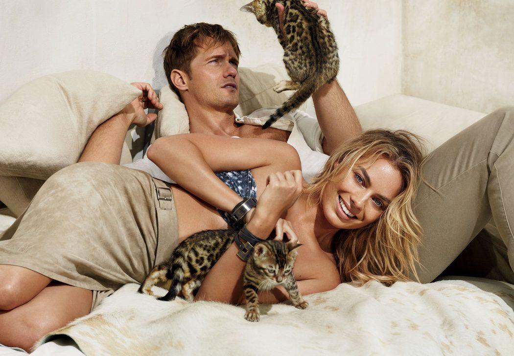 Alexander Skarsgård y Margot Robbie juegan con unos gatos
