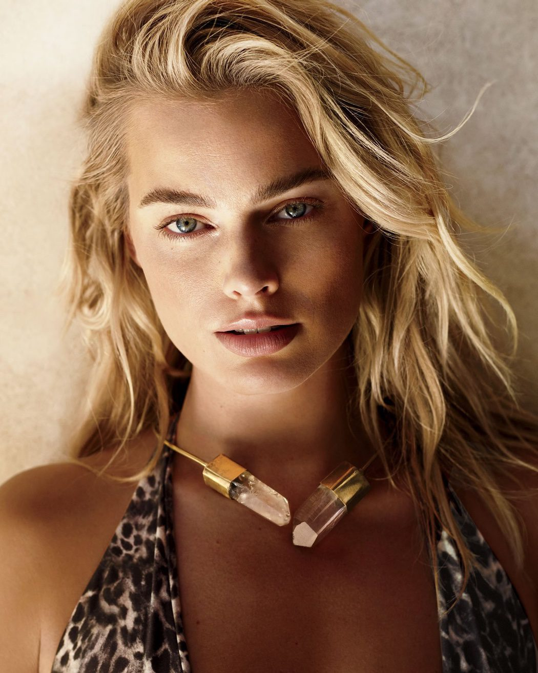 Margot Robbie salvaje y natural para Vogue
