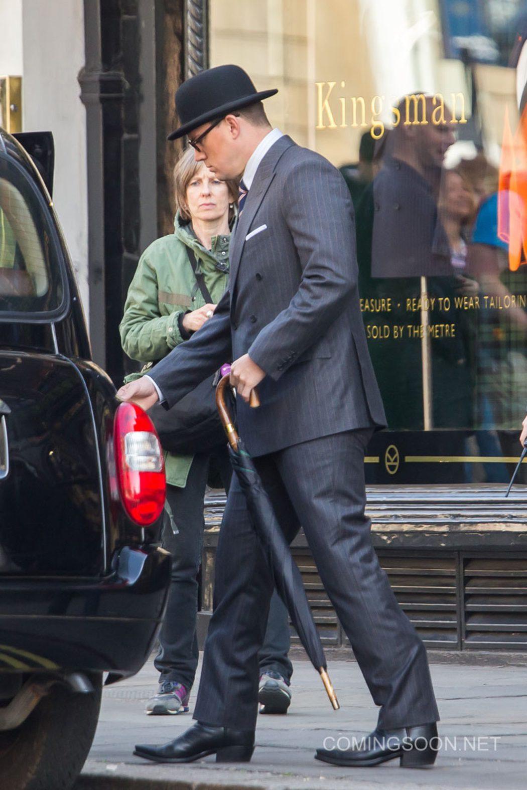 Channing Tatum entra en el coche