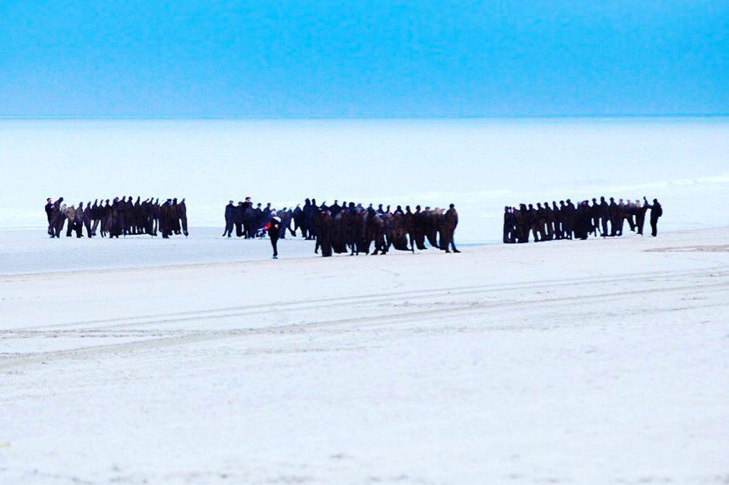 Equipo trabajando en el set de rodaje de 'Dunkirk'
