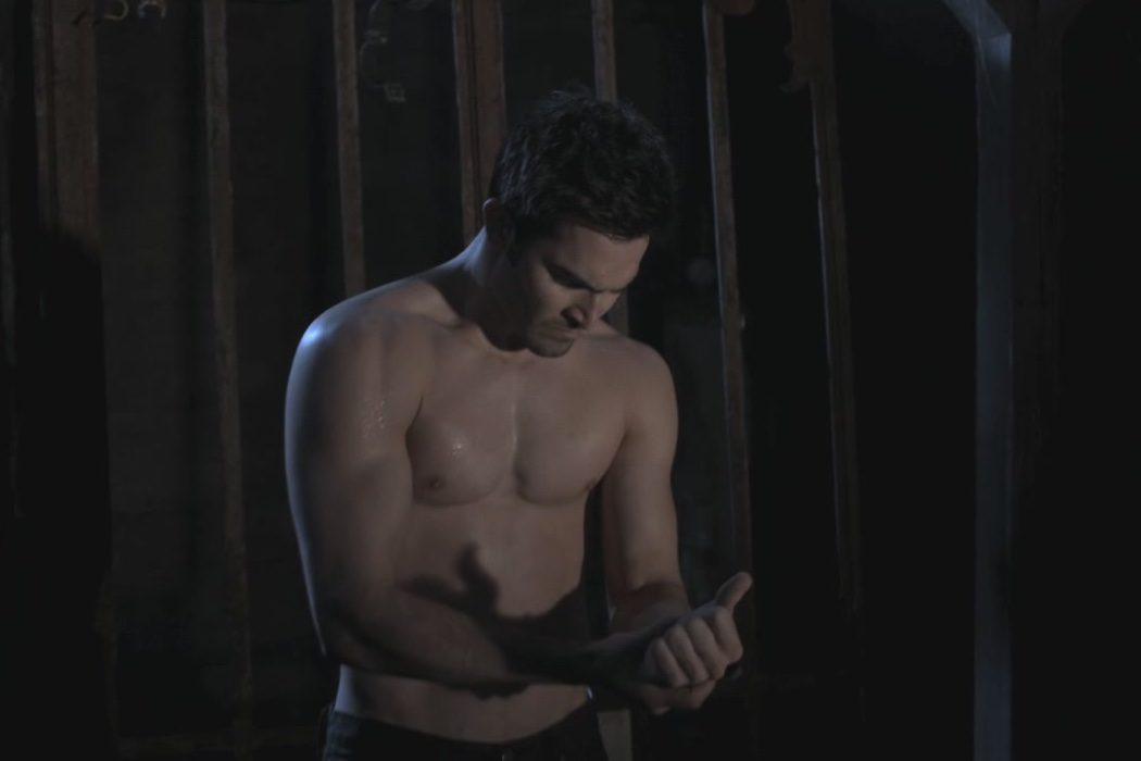 Tyler Hoechlin como Derek Hale en 'Teen Wolf'
