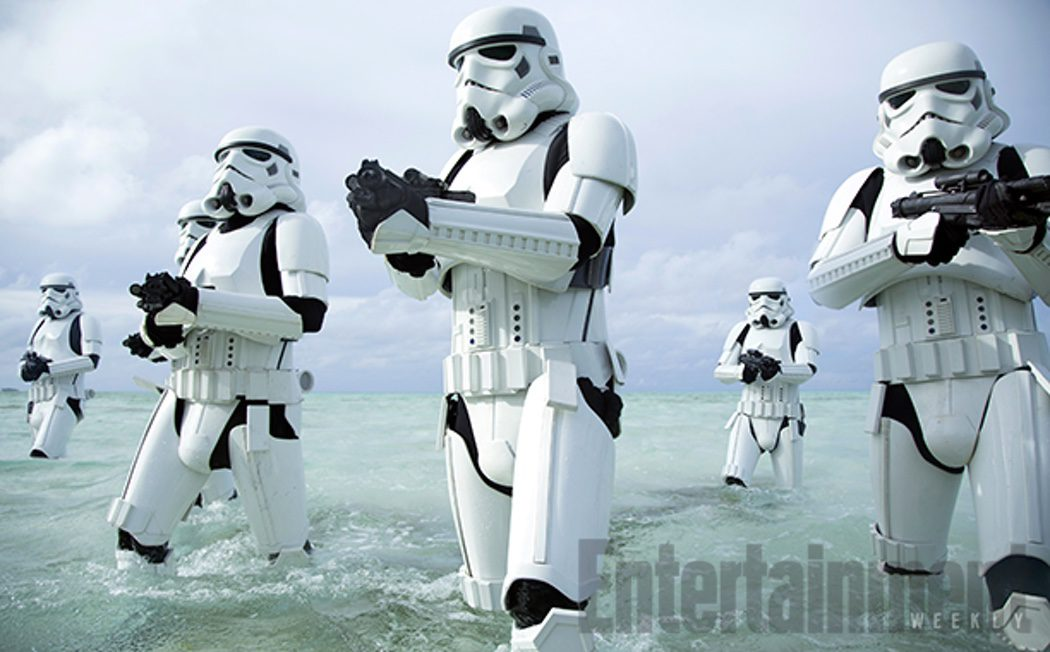 Los Stormtroopers atacan la playa en 'Rogue One'