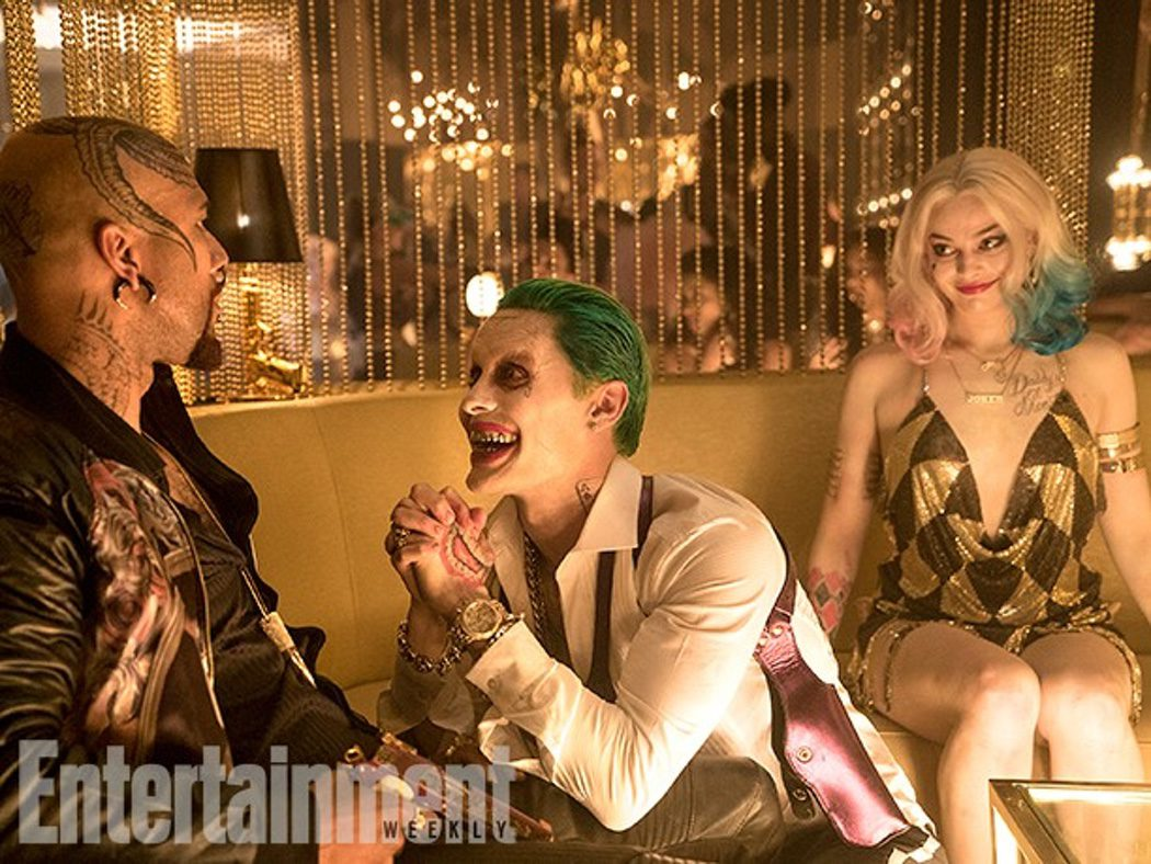Harley Quinn y el Joker haciendo un trato con Monster T