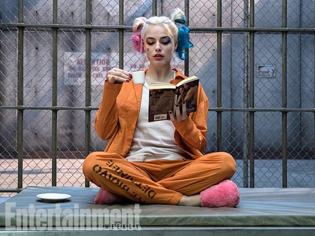 Margot Robbie como Harley Quinn en el Manicomio Arkham