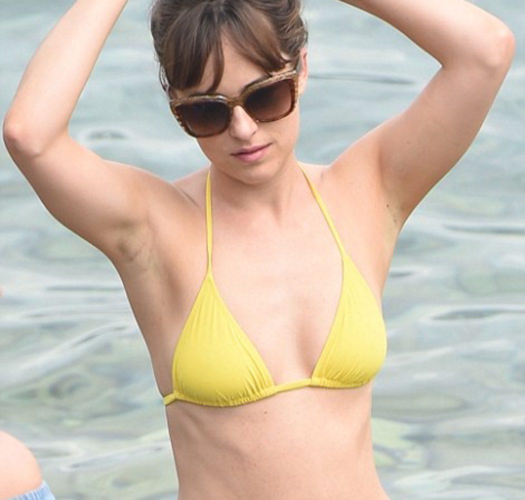 Dakota Johnson con bikini amarillo en el rodaje de 'Cincuenta sombras liberadas'