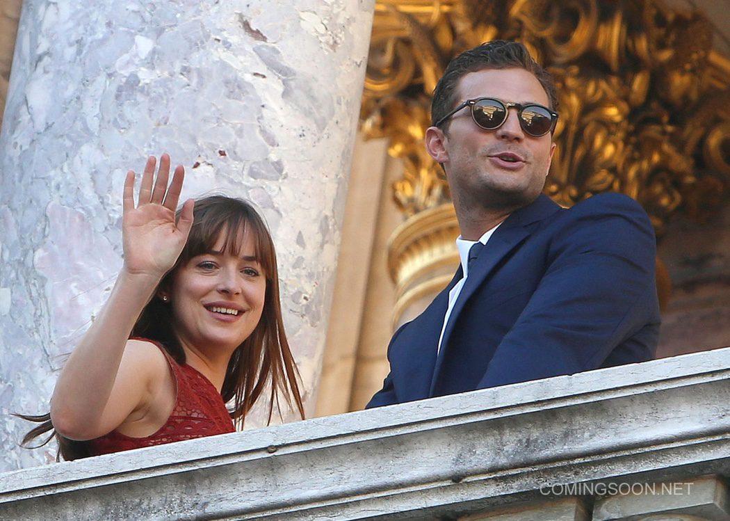 Dakota y Jamie saludan a sus fans desde la Ópera de París