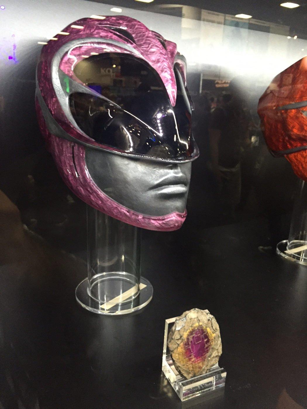 Casco y moneda de poder del ranger rosa